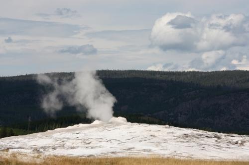 YellowstoneOldFaithful5032