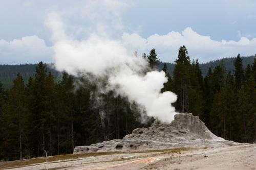 YellowstoneUpperGeyserBasin5053
